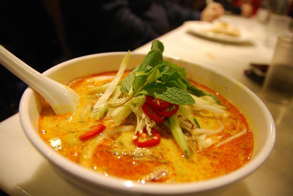 laksa lemak, une soupe de nouilles très épicée