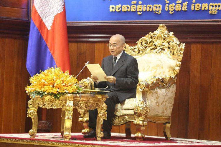 Sa Majesté Preah Bat Samdech Preah Boromneath Norodom Sihamoni, Roi du Cambodge, présidait ce mercredi 05 septembre au matin la session inaugurale de l'Assemblée nationale