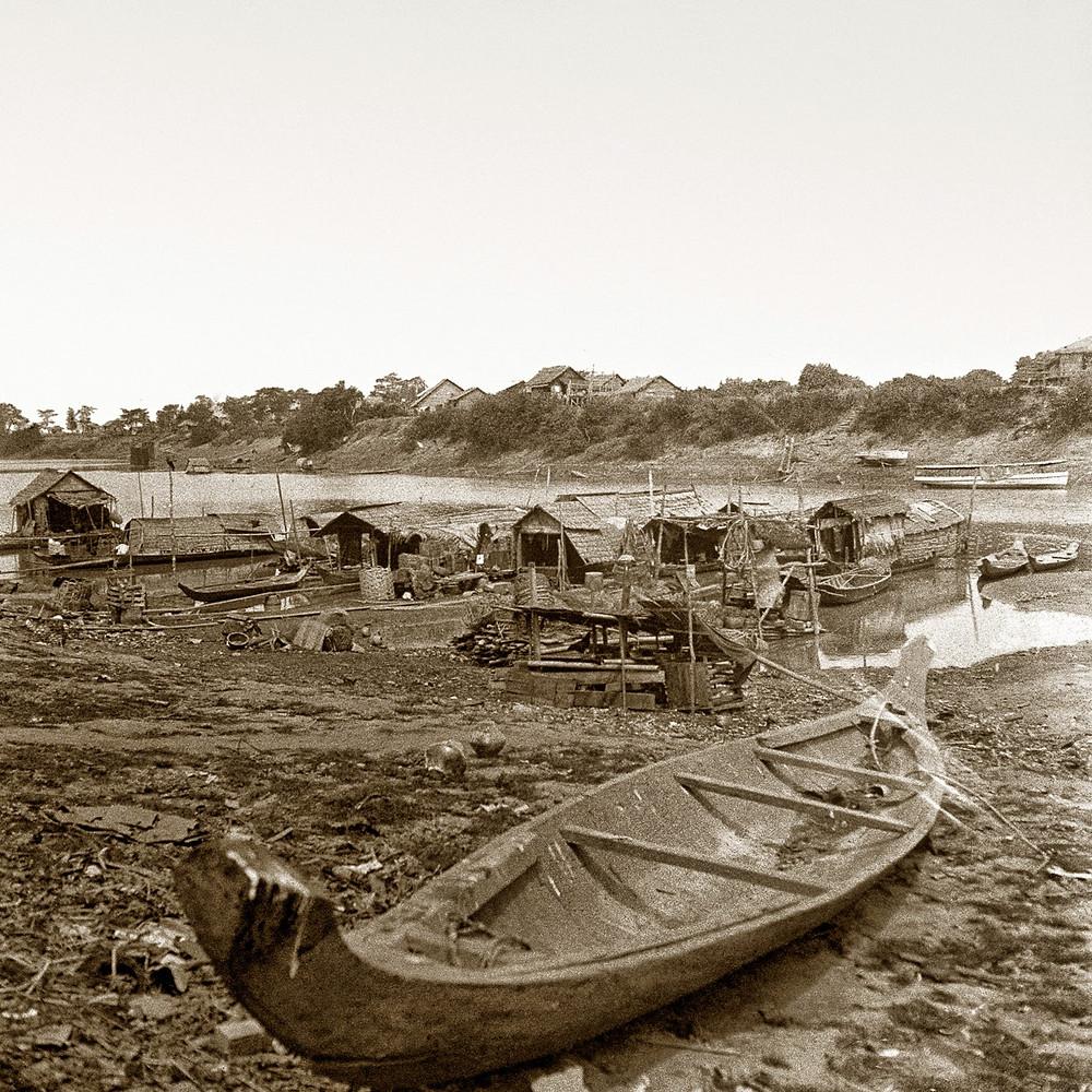 Abords du Tonlé Sap à Phnom Penh. 1929