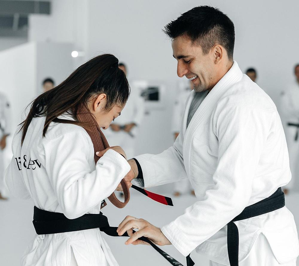 Elle a reçu la distinction de la part de son professeur Guilherme Mendes
