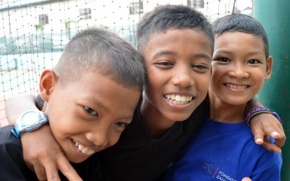 12 000 garçons et filles apprennent le tennis au Cambodge aujourd'hui.