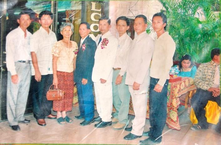 Chir Kim Hao avec son mari et six garçons, sa grande fierté