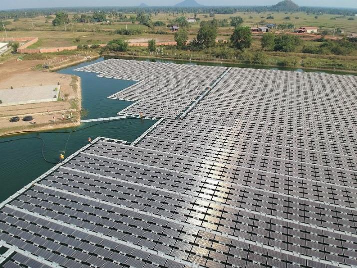 Première centrale photovoltaïque flottante au Cambodge