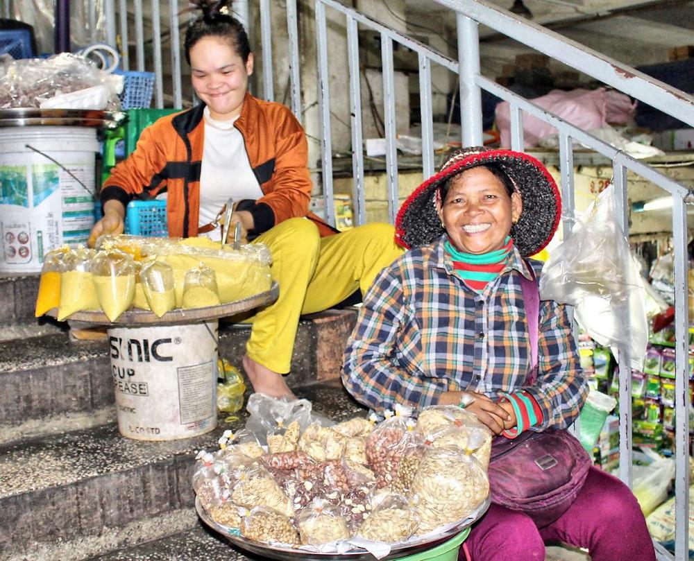 Vendeuses dans les escaliers d'Orussey