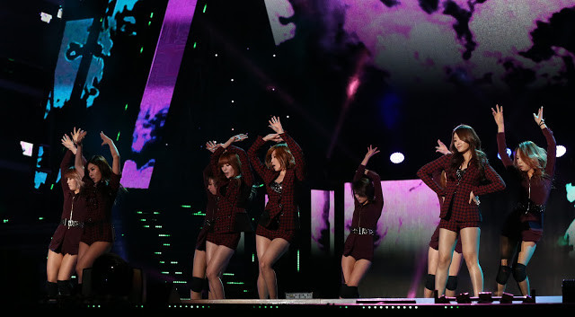 Extrêmement populaire en Corée et dans toute l'Asie, le K-Pop World Festival attire chaque année plusieurs dizaines de pays et divertit plusieurs dizaines de millions de téléspectateurs. C'est un show très asiatique, très coréen, et les Cambodgiens adorent le made in Korea, en particulier pour leurs productions télévisées, séries et shows. Pour l'édition 2015, les qualifications pour le Cambodge, organisées conjointement par My TV et l'Ambassade de Corée, se dérouleront le 26 juin au Cambodia Korea Cooperation Center (CKCC) à Phnom Penh. Pour cette compétition qui sera diffusée sur KBS, 45 équipes étaient en compétition mais seules 17 sont qualifiées pour cet éliminatoire. Les vainqueurs de chaque catégorie se mesureront aux équipes de 87 autres pays avant le show final en octobre dans la ville de Changwon.