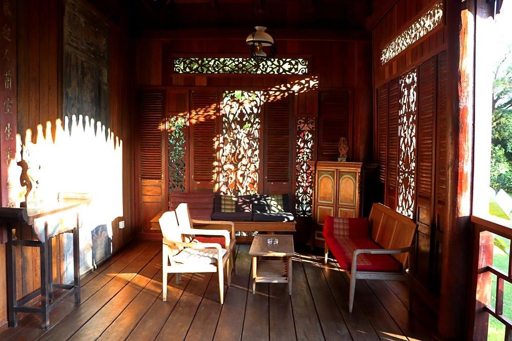Les ouvertures font passer la lumière dans les villas de Rajabori