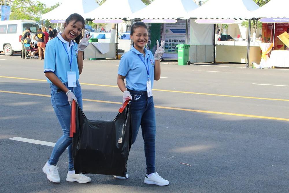 Avec l'accent mis sur une croissance verte, de nombreuses équipes se sont affairées à nettoyer la zone où se déroulait le Festival.
