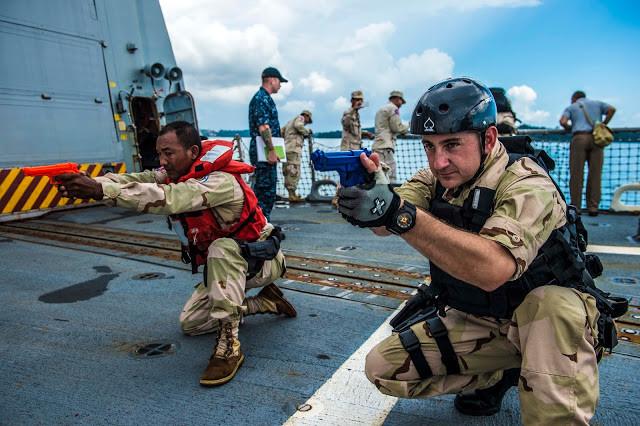 Exercice à bord. Photographie par Naval Today