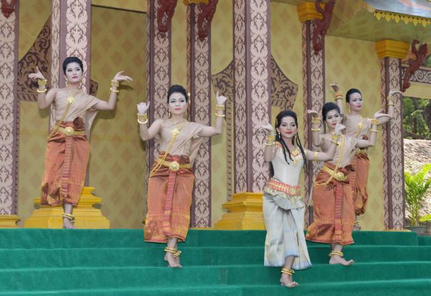 Danseuses Apsara, Angkor Sankranta. Photographie AKP