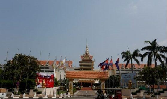 l'hôtel Cambodiana, l'un des plus anciens hôtels de luxe de Phnom Penh, devrait être démoli après les élections nationales de juillet