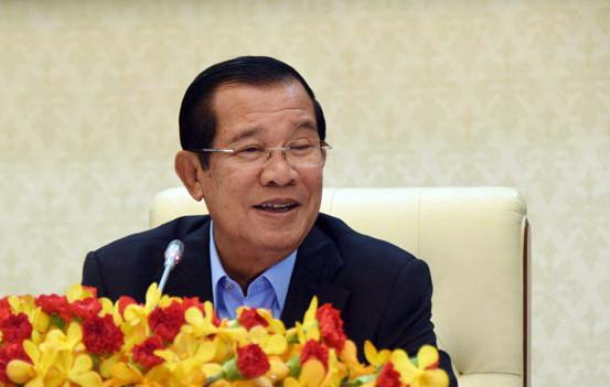 """Le chef du gouvernement a exprimé son désir de former une """"aide judiciaire"""" sous sa supervision directe afin d'aider les femmes démunies au Cambodge"""