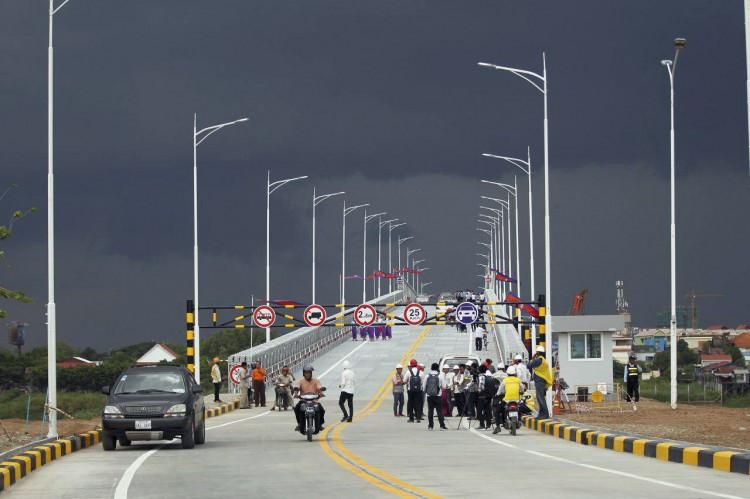 cet ouvrage qui vise à résoudre les problèmes d'embouteillage alors que le Pont d'amitié Cambodge-Japon est en cours de restauration