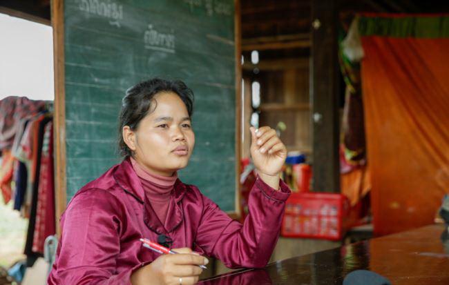 Soeun Sreynith, enseignante de deuxième année à l'école primaire Sre Andong Pi