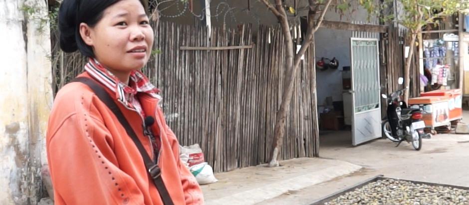 Cambodge : Sreypov, vendeuse de palourdes d'eau douce à Toul Tom Poung