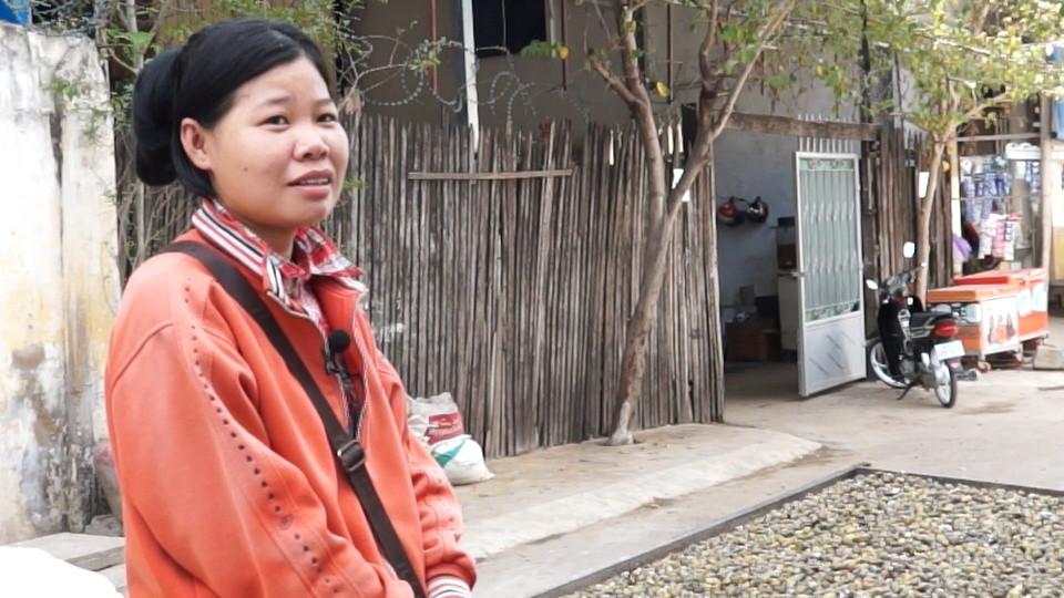Sreypov, 25 ans, vendeuses de palourdes d'eau douce