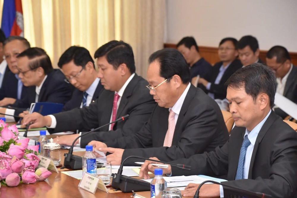 Le Vice-premier ministre a réaffirmé la ferme position du gouvernement royal du Cambodge de garantir la primauté du droit, de la démocratie et du respect des droits de l'homme.
