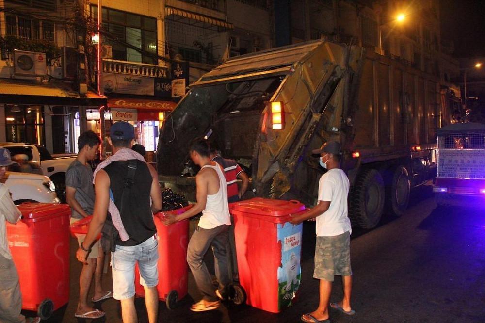 Phnom Penh : Les districts prennent en charge le ramassage des ordures
