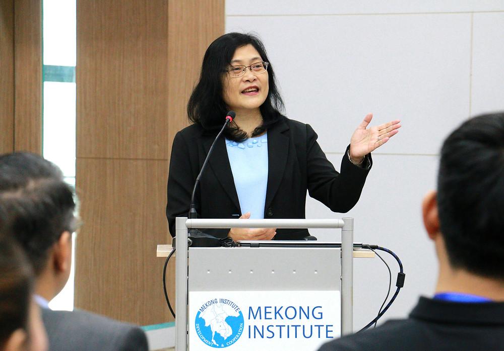 Maria Theresa Medialdia, directrice du développement agricole et de la commercialisation au Mekong Institute