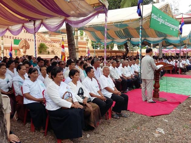 Inauguration ce week-end à Kratie d'une nouvelle pagode. C'est le ministre du plan, Im Chhun Lim qui a coupé le ruban lors de l'inauguration du nouveau bâtiment