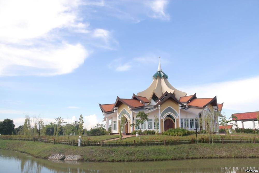 Le premier temple baha'i a ouvert ses portes dans la province de Battambang