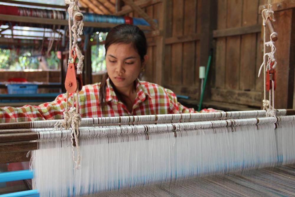 Tissage de la soie. Photographie par EIF (cc)