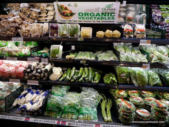 Le supermarché Aeon propose une très large sélection de légumes biologiques