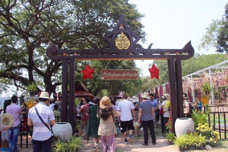 Préparation et décorations pour le festival