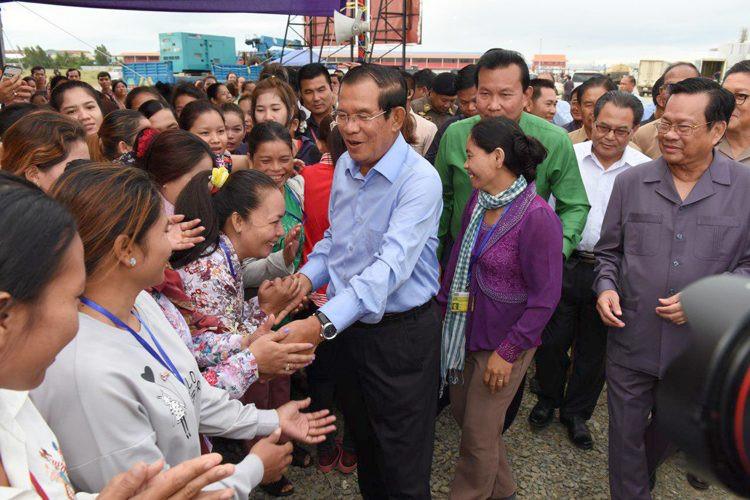 M. Hun Sen a également annoncé que son parti adoptera une nouvelle politique sociale