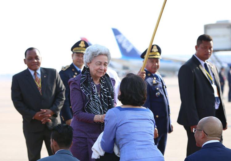 Retour de Chine du roi Norodom Sihamoni et de la reine mère Norodom Monineath