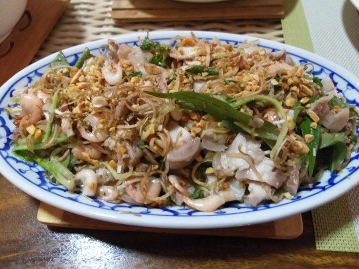 Salade de fleur de bananier, poitrine de porc et petites crevettes par Pascal Médeville
