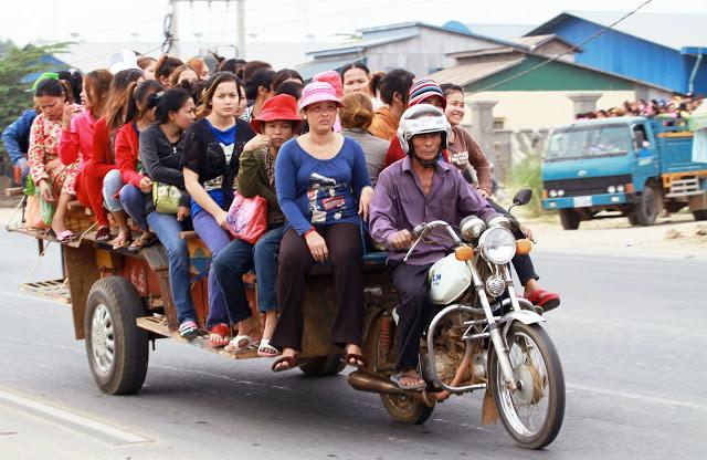 Transport d'ouvrières du textile