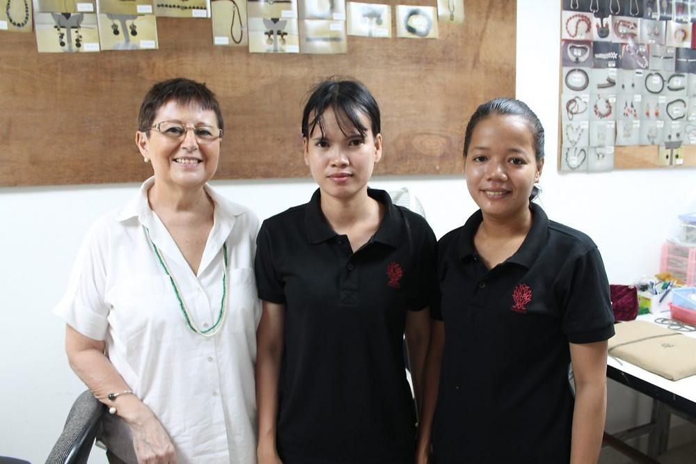 Anne-Marie Ros a voulu transmettre son savoir-faire tout en aidant quelques jeunes du Cambodge