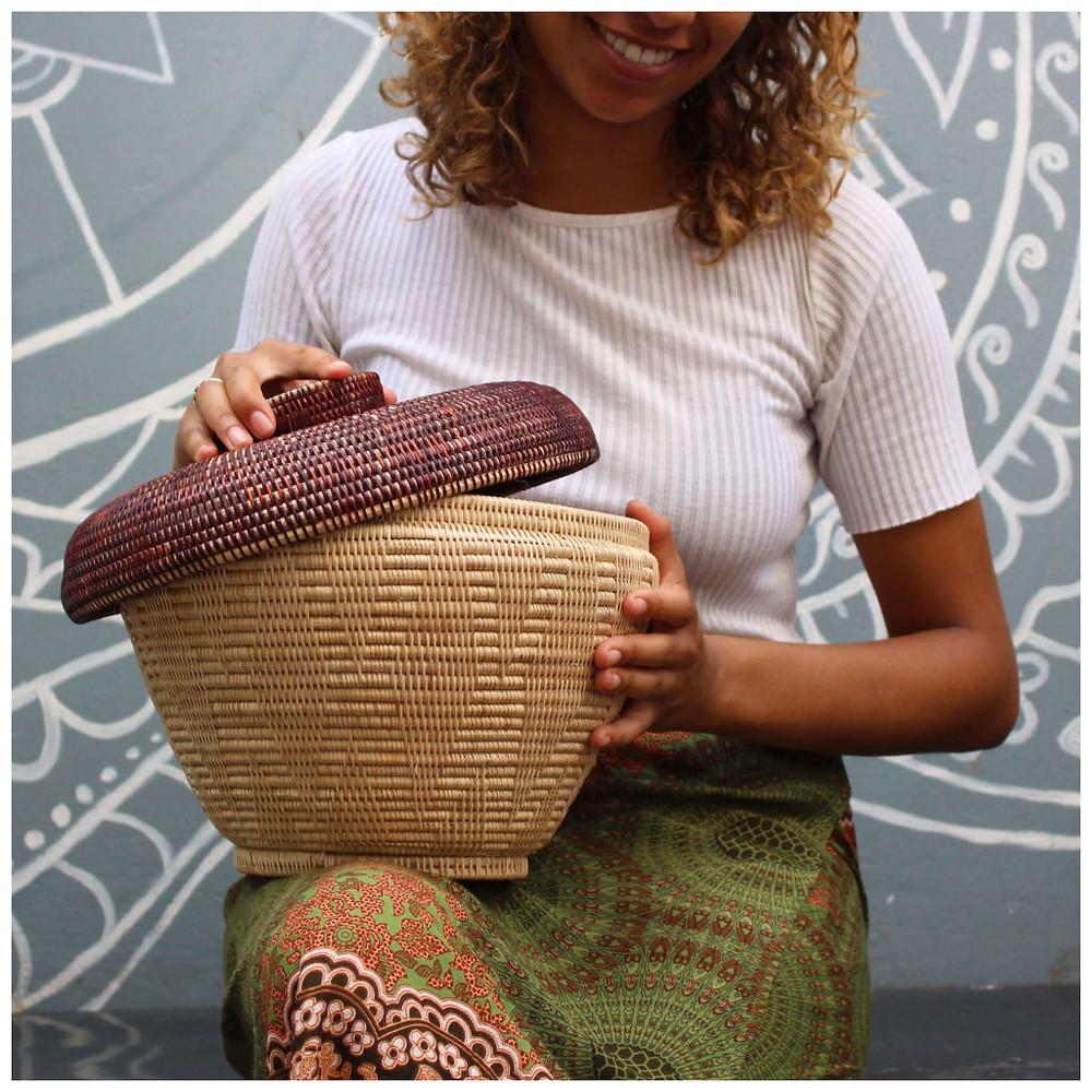 Panier fabriqué par l'entreprise sociale Manava