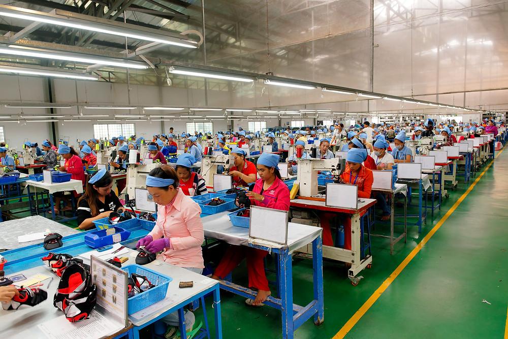Fabrique de chaussures à Phnom Penh. Photo ILO