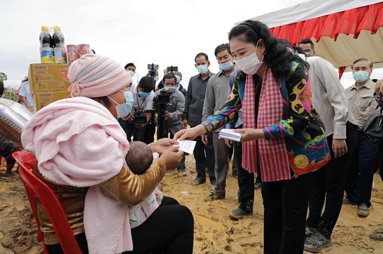 Samdech Kittiprittpundit Bun Rany Hun Sen, président de la Croix-Rouge cambodgienne