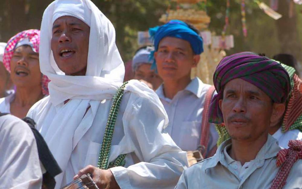 défilé au village surav dans le village de Chan Kiek pendant la cérémonie Mawlid