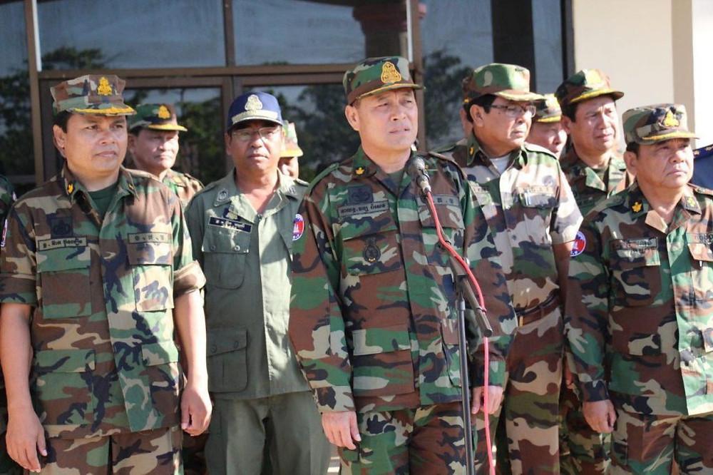 le général Vong Pisen, commandant en chef de l'Armée Royale du Cambodge