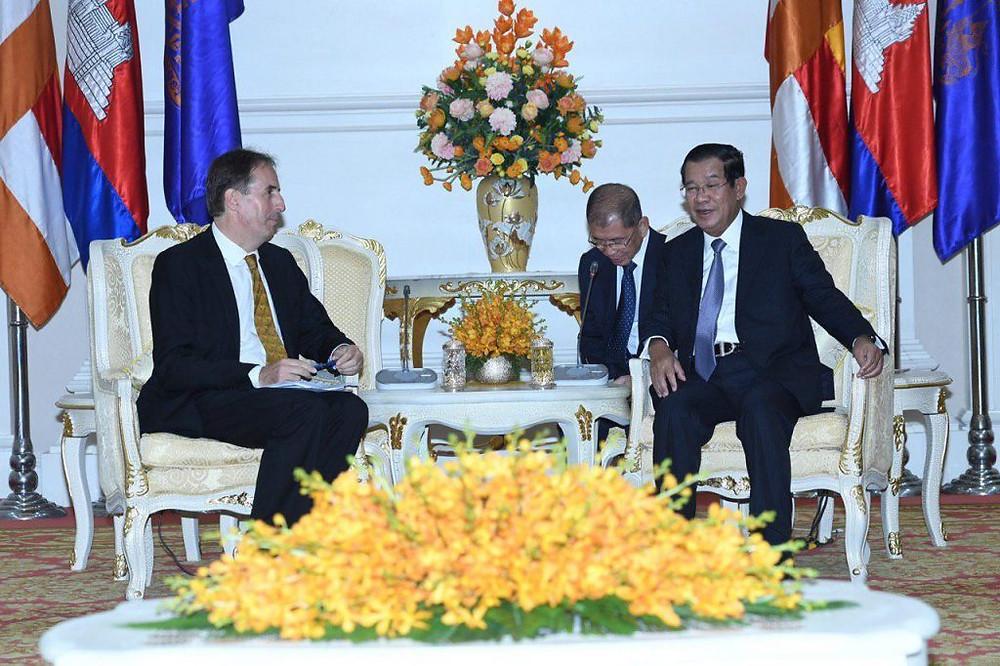 Rencontre entre l'ambassadeur de l'UE au Cambodge, M.Georges Edgar, et le Premier ministre Hun Sen