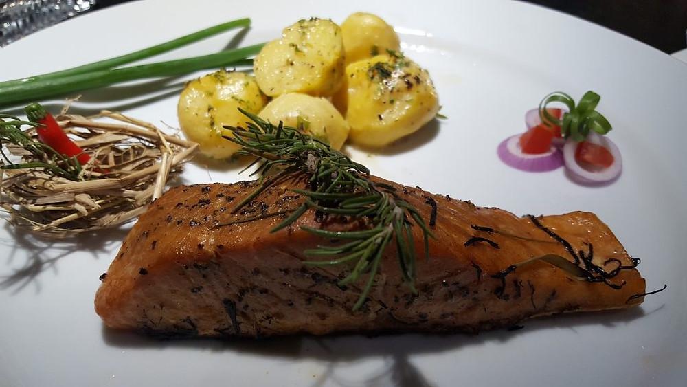 Un pavé de saumon fumé au foin