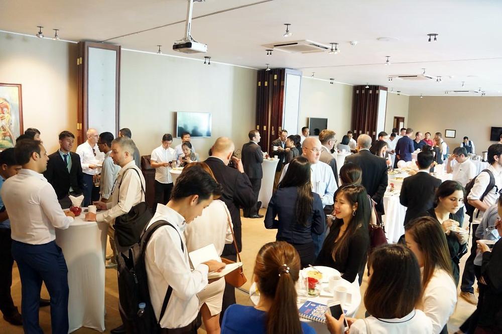 Petit-déjeuner - débat au restaurant Topaz, sur le thème des stratégies d'investissement à Sihanoukville