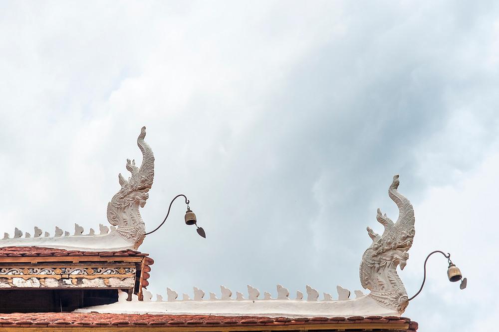 Les dragons et les clochettes au faite du toit, pour prévenir les esprits