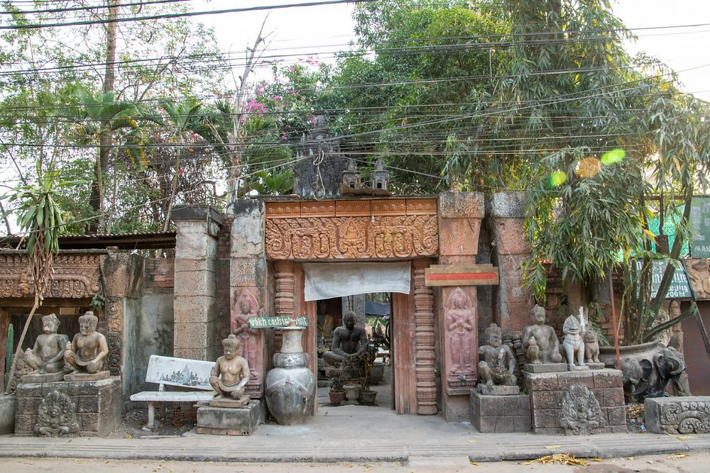 C'est un petit jardin calme, en plein centre de Siem Reap, qui se repère aisément par son entrée ornée de sculptures