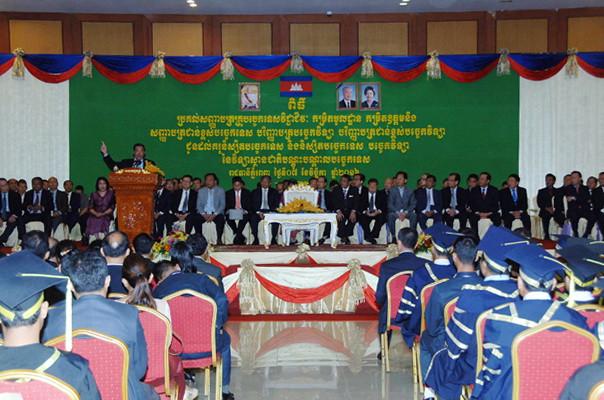 Hun Sen à l'Institut national de formation technique