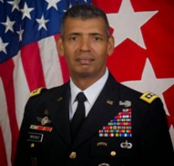 Aide américaine et félicitations pour l'armée du Cambodge