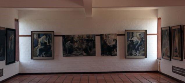 Une galerie présentant le travail du défunt mari de Muoy You, You Khin