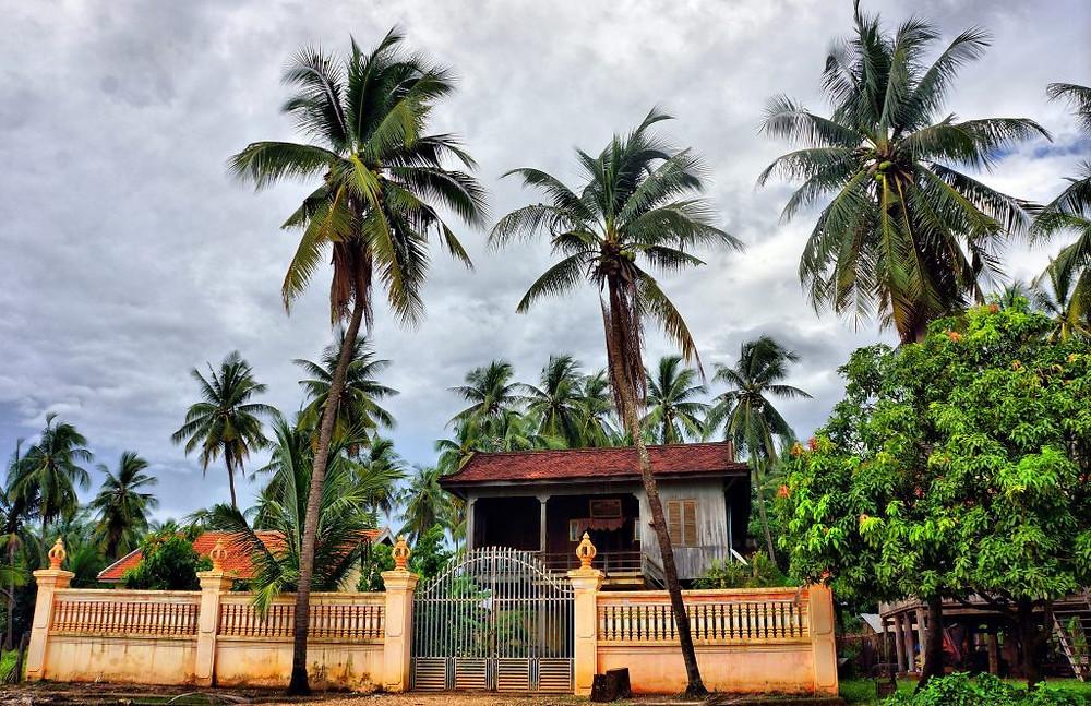 Maisons khmères le long du Mékong
