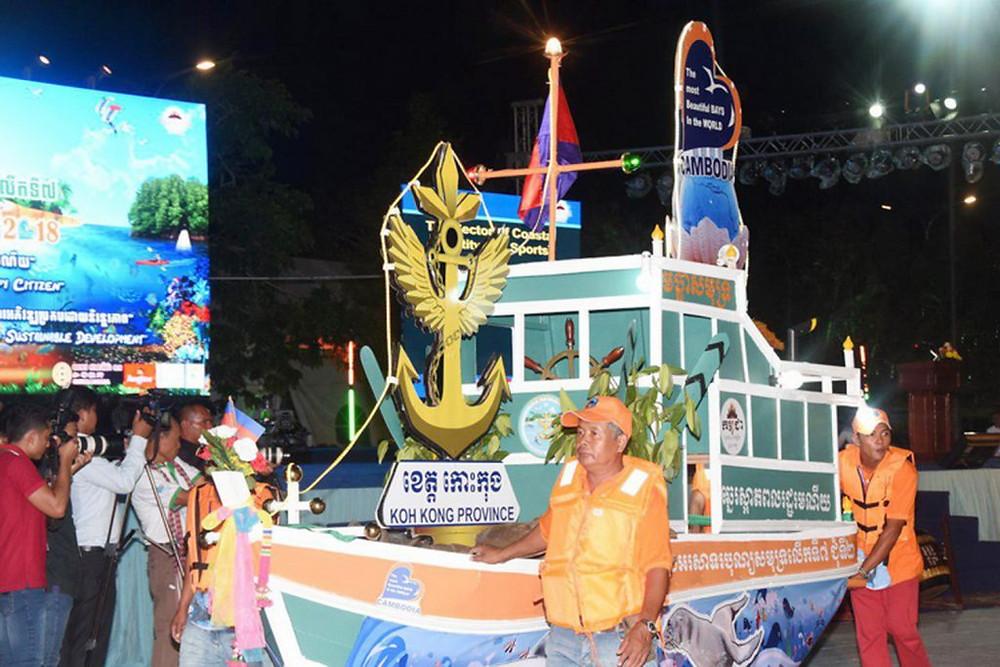 Le char de Koh Kong lors de la soirée d'ouverture officielle