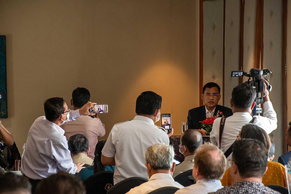 réunion de professionnels et officiels du secteur touristique
