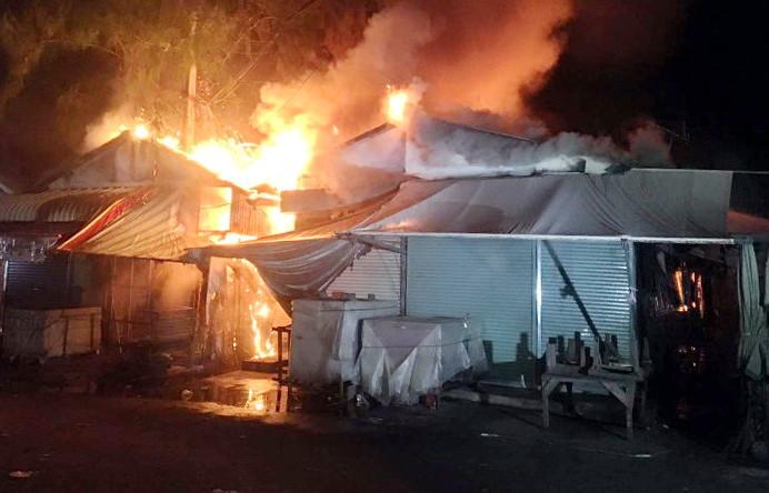 Incendie ravageur au marché de Chbar Ampov