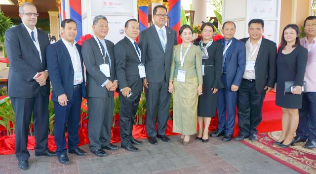 Ambassadeurs, consuls, représentant du secteur du tourisme au Cambodge lors de l'inauguration le 17 novembre 2017 du premier Travel Mart